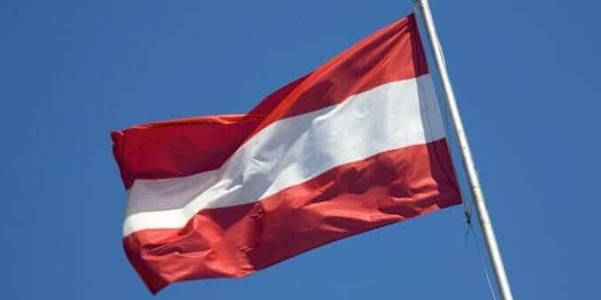 Österreich Flagge im Wind
