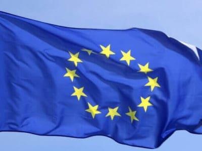 Europa-Flagge im Wind