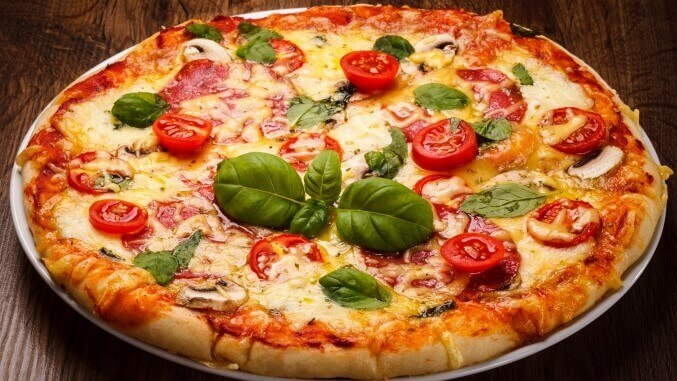 Pizza mit Basilikum