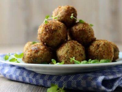Vegane Sojahack- Fleischbällchen auf einem Teller