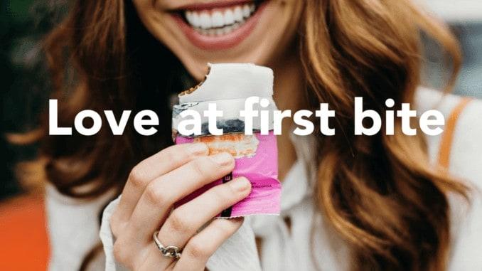 """Werbeplakat von Truwomen """"Love at first bite"""""""